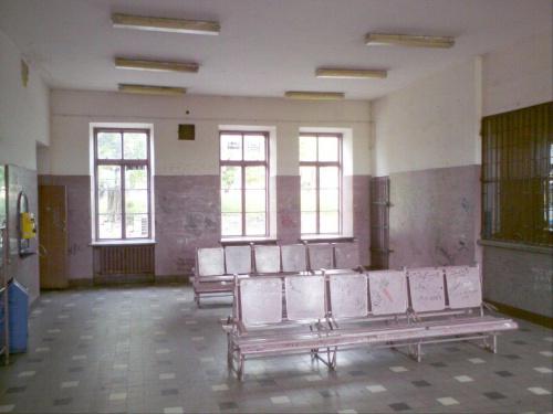 Poczekalnia pkp stopniowo dewastowana w Opocznie. #PKP #Opoczno