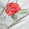 różyczki z krepiny #artystyczne #bibułkarstwo #bukiety #dekoracje #kartki #komunia #krepina #kwiaty #NaStół #okolicznościowe #NaKażdąOkazję #piękne #oryginalne #prezenty #rękodzieło #upominki #róże