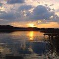 #ZachódSłońca #NadWodą #tapeta #jezioro #woda #chmury #niebo #PiękneWidoki