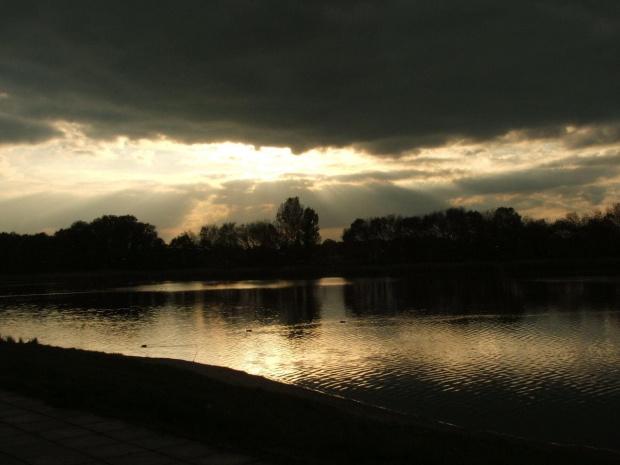 #jesień #MOSiR #Radom #widok #zalew #woda #chmury #rekreacja #wypoczynek