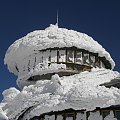 i spadł.. #architektura #góry #karkonosze #katastrofa #śnieg #śnieżka #talerze #zima #żywioł